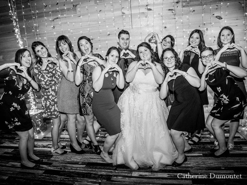 la mariée entourée de ses amies