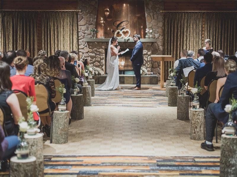 les mariés échangent leurs voeux