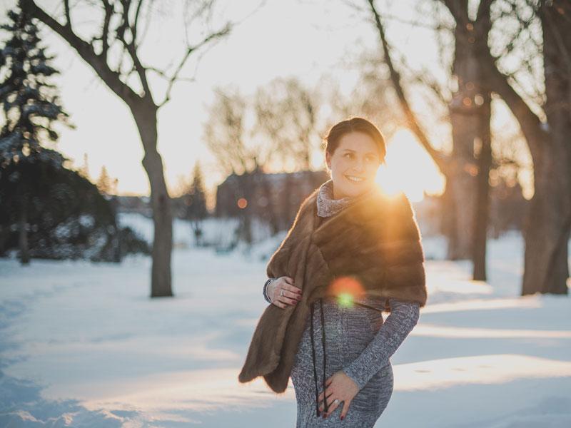photographie de maternité en hiver
