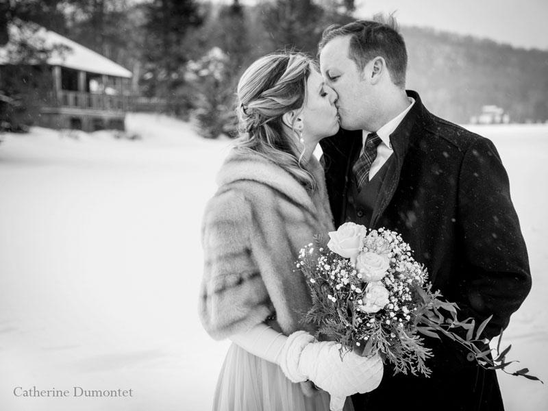mariés en hiver au Elysium Lac-Supérieur à Tremblant