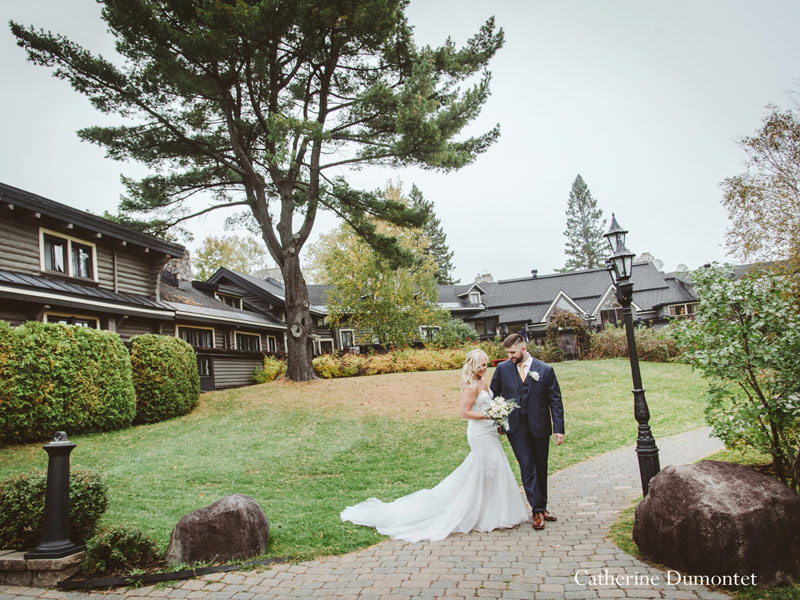 a newlywed couple at Hotel Mont-Gabriel
