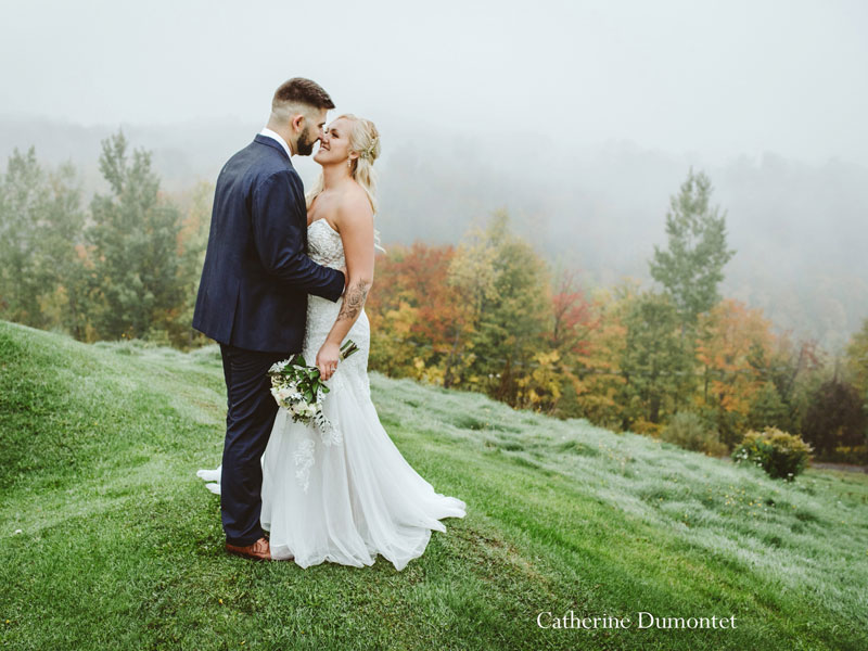 bride and groom of top of Mont-Gabriel