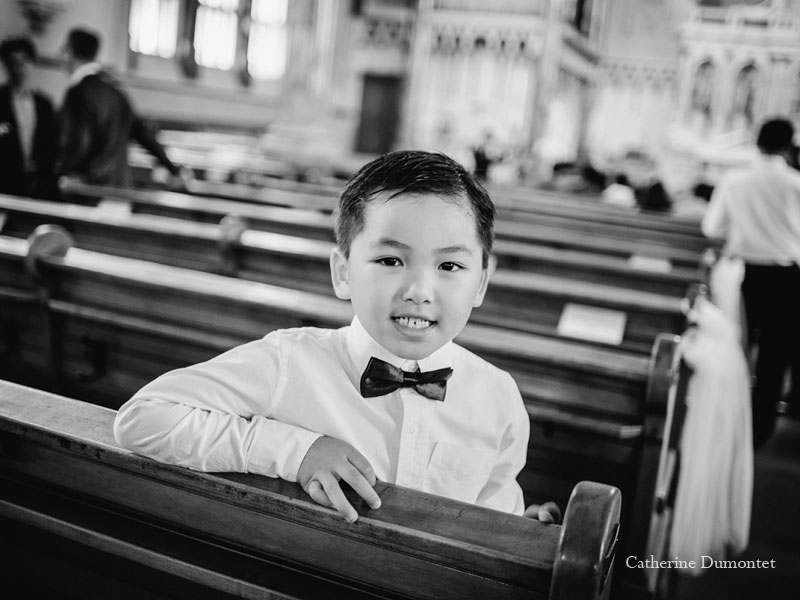 porteur d'alliances à l'église