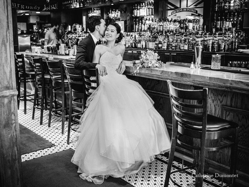 les mariés au Pub Burgundy Lion à Montréal