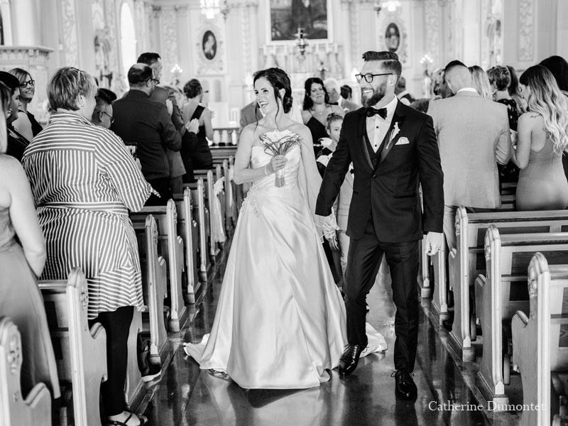 Sortie des mariés à l'église Sainte-Jeanne-de-Chantal