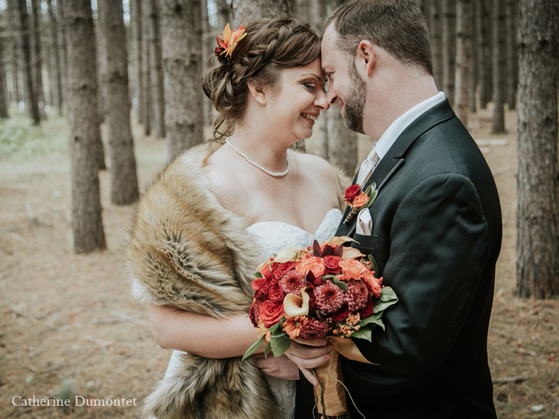 Newlyweds in Grand Lodge Mont-Tremblant's forest