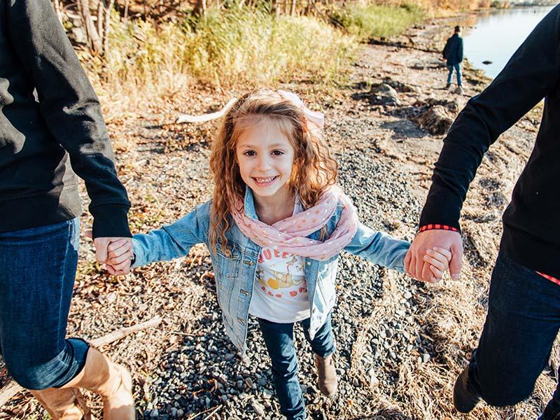 séance famille sur le bord de l'eau