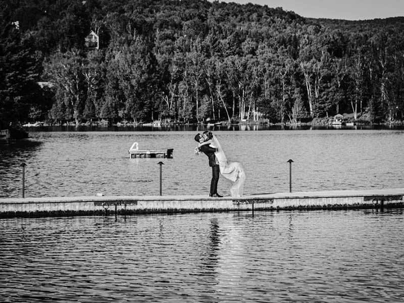 Les mariés sur le Lac Ouimet à Mont-Tremblant